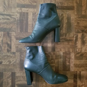 Like new L'Intervalle pine green Devika boots